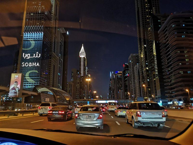 Dubai-bei-Nacht